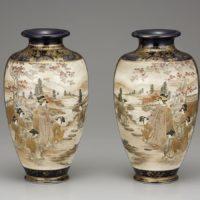 京薩摩 楠部専(千)之助「上絵金彩人物図花瓶(一対)」明治時代中期~後期
