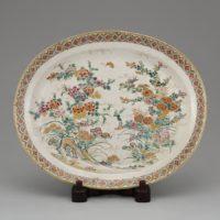本薩摩 苗代川陶器会社「上絵金彩花蝶図飾皿」明治時代前期